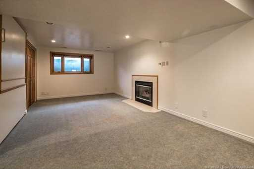 1075 N Valley Dr - Photo 43
