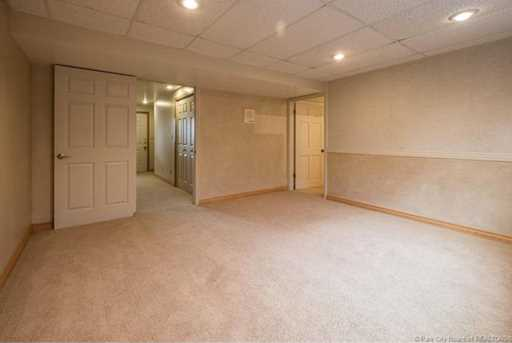 1075 N Valley Dr - Photo 37