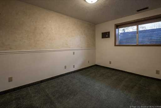 1075 N Valley Dr - Photo 39