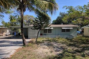 2209  Barry Dr - Photo 1
