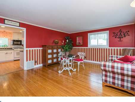 2738 Rossiter Ave - Photo 2