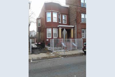 129 Woodlawn Ave - Photo 1