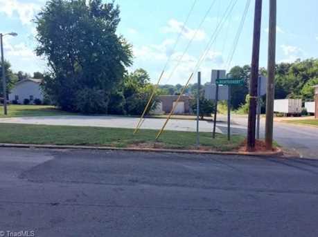 920 Montgomery Street - Photo 3