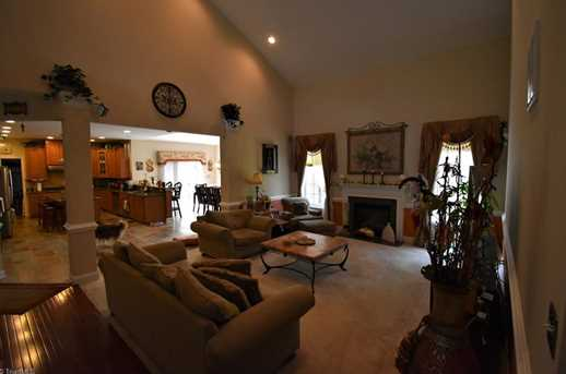 7884 Newhaven Dr - Photo 11