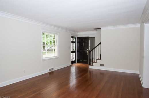 120 Beverly Place - Photo 3