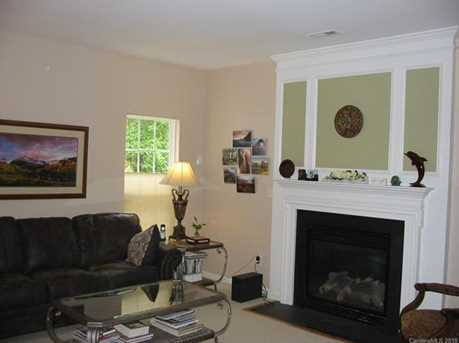 739 Sunset Point Dr - Photo 3