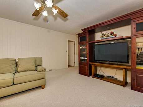 4900 Golfview Ct - Photo 11