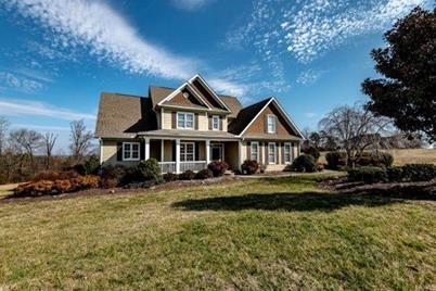 3068 Green Acres Ln Claremont Nc 28610 Mls 3474032 Coldwell Banker