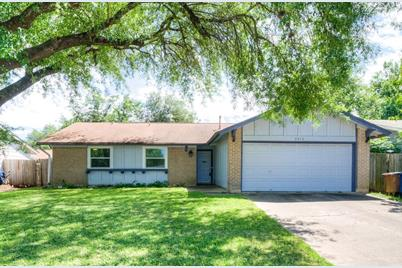 2513  Carlow Dr - Photo 1