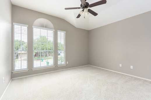 2304  Macaw Dr - Photo 19