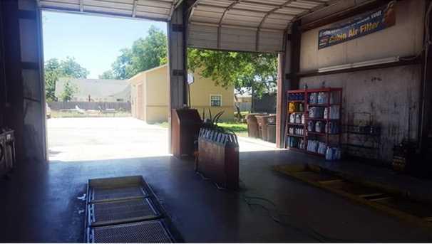 907 S Commerce St - Photo 13