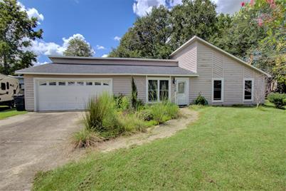 Sensational 2990 New England Court North Charleston Sc 29420 Home Interior And Landscaping Spoatsignezvosmurscom