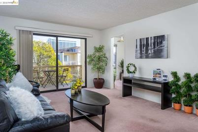 4 Admiral Dr B430 Emeryville Ca 94608 Mls 40844410 Coldwell