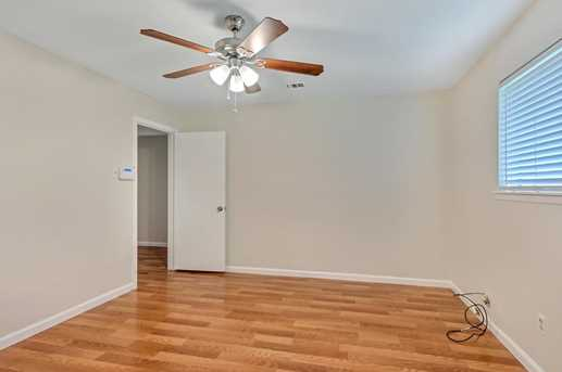 8914 Valley Hollow Drive - Photo 13