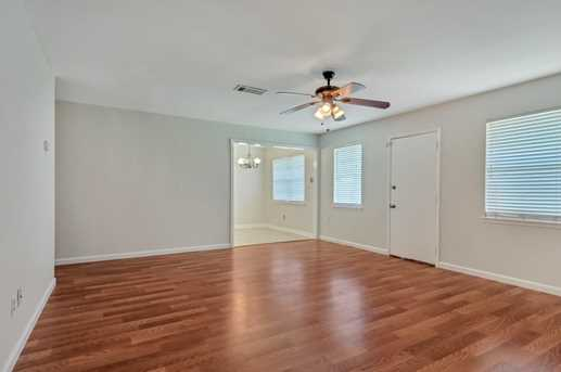 8914 Valley Hollow Drive - Photo 9