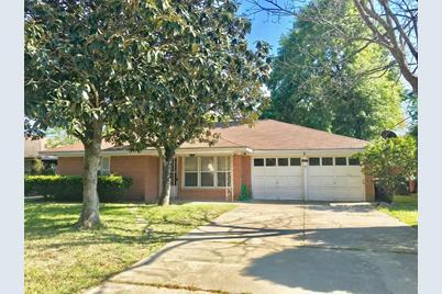 4053 Silverwood Drive - Photo 1