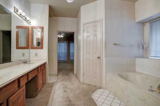 2106 Broadmoor - Photo 11
