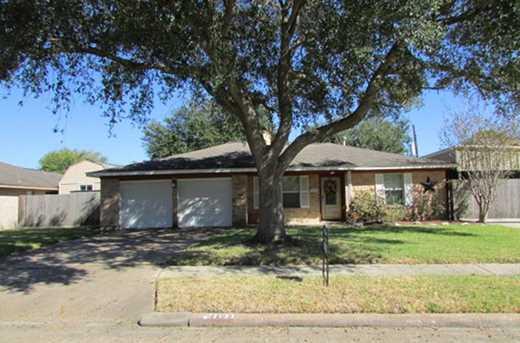 3205 Village Deer Park TX 77536