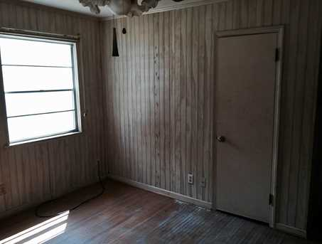 1205 Maplewood - Photo 9