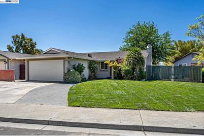 5243 Lilac Ave - Photo 1