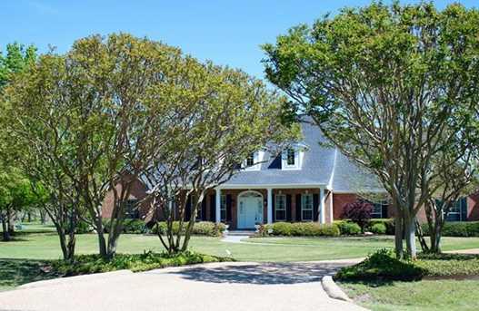 689  Kentwood Drive - Photo 1