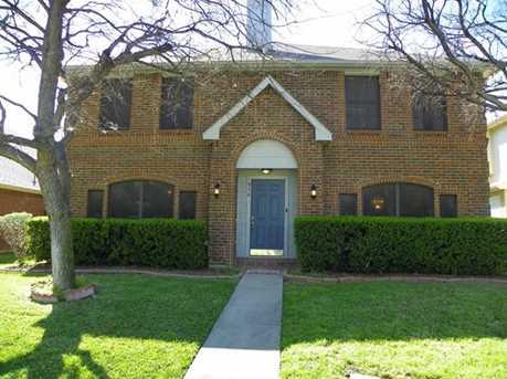 916  Hawthorne Drive - Photo 1