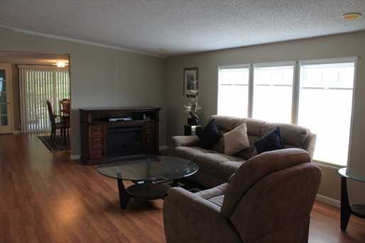 324 Sandalwood Court - Photo 3