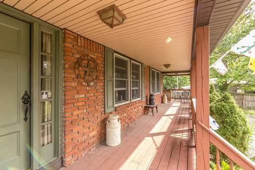 2124 Middle Rd - Photo 3