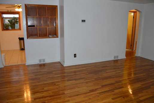 390 Roosevelt Ave - Photo 9