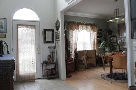 1021 Hunters Pointe Dr - Photo 3