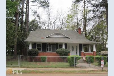 202 Calhoun St - Photo 1