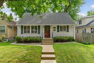 1834 Cottage Avenue E - Photo 1
