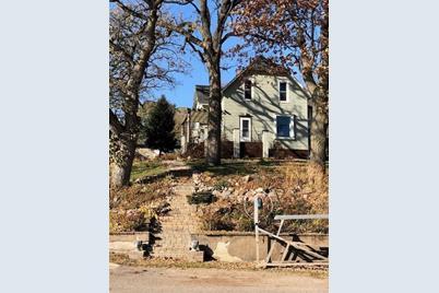 1405 Oakwood Drive - Photo 1