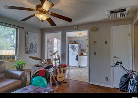 410 Loveridge - Photo 13
