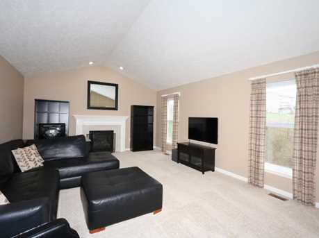 1370 Cairns Ct - Photo 5