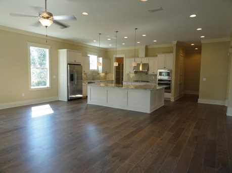 68 Prominence Square - Photo 5