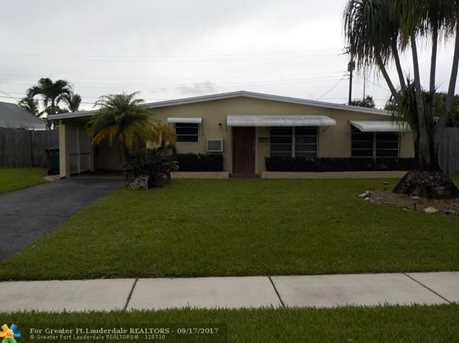 6105 NW 9th St - Photo 2