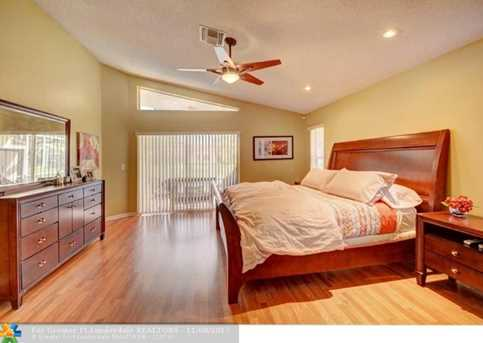 9846 NW 49th Pl - Photo 32