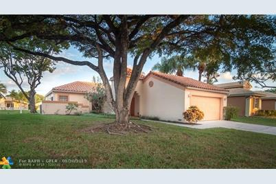 570 NW 47th Ave - Photo 1