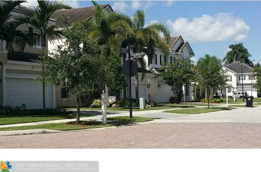 1430 Sw 22Nd St - Photo 3