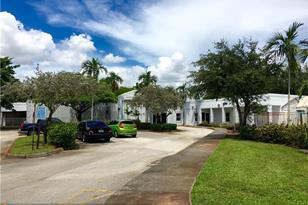 8955 NW 50 St - Photo 1