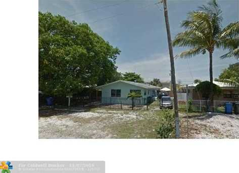 883 NE 40th St - Photo 1