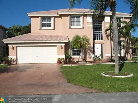 5551 NW 38th Ter - Photo 1