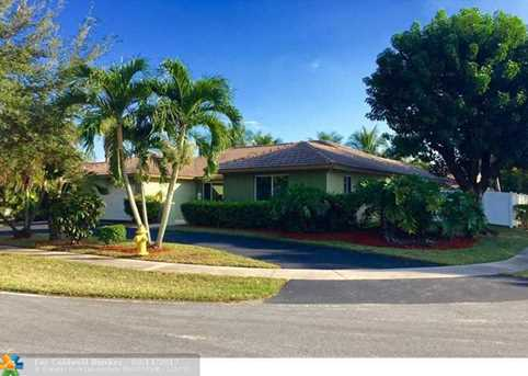 9860 NW 15th St - Photo 1