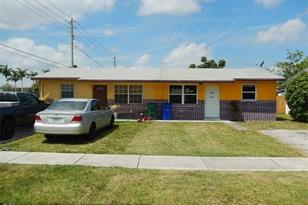 2511 NW 64th Ter - Photo 1