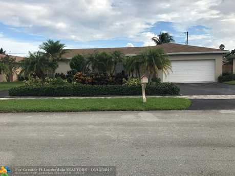 10660 NW 21st St - Photo 1