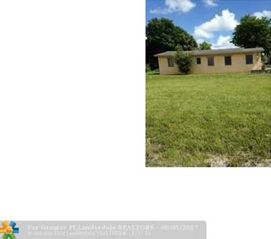 105 NW 16th Ave - Photo 1