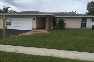 8116 NW 74th Ave - Photo 1