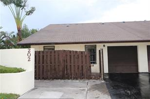 202 SW 29th Ave - Photo 1
