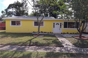 1142 NW 15th St - Photo 1
